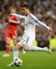 Cristiano Ronaldo shoots during the UEFA Champions League semi-final first leg match between Real Madrid CF and FC Bayern München at Estadio Santiago Bernabéu on April 23, 2014 in Madrid, Spain.