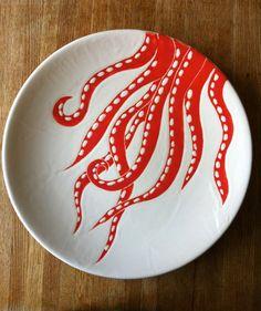 Pulpo blanco y coral, plato de cerámica, placa, plato por Jessica Howard Ceramics