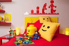 A Fantastic LEGO-Themed Bedroom Filled With Bespoke Toys & Furniture - DesignTAXI.com