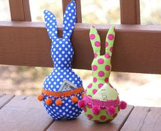 This cute Easter pocket bunny DIY is perfect for tucking some money or a sweet note into. It would make a great little gift for anyone on Easter. Felt Crafts, Easter Crafts, Diy Crafts, Easter Ideas, Sewing Projects For Kids, Sewing Crafts, Sewing Ideas, Felt Projects, Diy Projects