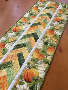 Quilted Table Runners Christmas, Patchwork Table Runner, Table Runner And Placemats, Fall Table Runner, Quilted Table Runner Patterns, Table Runner Tutorial, Small Quilt Projects, Place Mats Quilted, Quilted Table Toppers