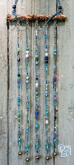 WIND CHIME/ wind bell / mobile / garden decor / home by DesignLA - Garten Dekoration Bead Crafts, Jewelry Crafts, Shell Crafts, Wire Crafts, Sun Catchers, Dream Catchers, Carillons Diy, Diy Wind Chimes, Deco Boheme