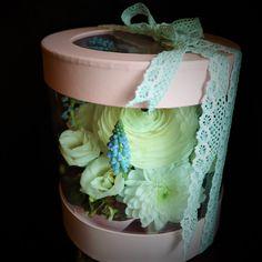 #flowers #spring #muscari #syringa #ranunculus #custom #floral #arrangements #madewithjoy #paulamoldovan #livadacuvisini #aranjament #flori  #floriincutie #cutiecuflori #flowersinabox #flowersbox #flowerbox #giftbox #gift Home Decor, Decoration Home, Room Decor, Home Interior Design, Home Decoration, Interior Design