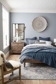 Chambre parentale moderne peinture mur chambre hygge déco scandinave simple gris bleu blanc couleurs chambre à coucher
