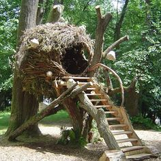 This is 'La Cabane Cocon' (The Cocoon Treehouse). It uses a light steel framework to support the woven branches but otherwise it natural. The same structure could be built with a bamboo frame or similar. It was built by Jean-Yves Behoteguy a French 'sculpteur sur bois' (sculptor of wood). Source: naturalhomes.org #treehouseclub