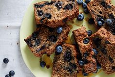 Blueberry bread recipe: rebuild muscles with a post-workout vegan loaf Blueberry Bread Recipe, Vegan Blueberry, Bread Recipes, Baking Recipes, Cake Recipes, Joe Wicks Recipes, Vegan Loaf, Healthy Deserts, Eat Healthy