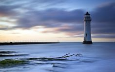 Faro de Perch Rock de 1827 en New Brighton, Inglaterra, Reino Unido.