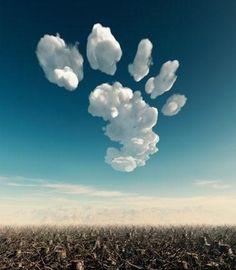 Creative foot-shaped white cloud