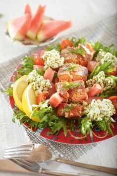 Savukala-raejuustosalaatti | K-Ruoka Salad Recipes, Healthy Recipes, Cobb Salad, Pesto, Food To Make, Nom Nom, Food And Drink, Fish, Baking