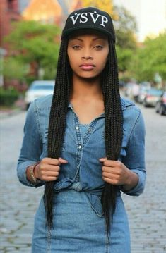 Women enjoy wearing box braids because these braids not only allow them to extend the length of their hair, but they can also wear different hairstyles with box braids. African Braids Hairstyles, Girl Hairstyles, Braided Hairstyles, Curly Hair Styles, Natural Hair Styles, Twisted Hair, Pelo Afro, Pelo Natural, Box Braids Styling