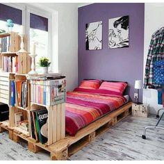 Boa noite! 🌙  Foto via: Pinterest  www.eutambemdecoro.com.br  #decor #decoracao #decoration #decoracion #decoro #decora #quarto #reutilizar #pallet #palete #cama #caixotes #caixitesdefeira #ambiente #inspiração #inspiration #boanoite