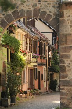 Picturesque streets of Kaysersberg in Alsace, France (by Vallée de Kaysersberg)