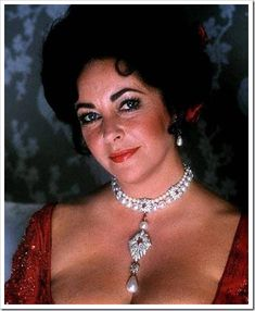 """American actress Elizabeth Taylor had the most expensive pearl necklace in the world. It consists of 150 large black pearls, each with a diameter of 7 millimeters."""