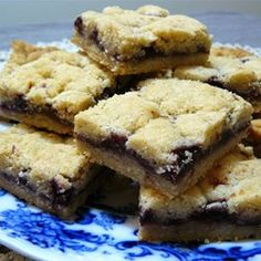Czechoslovakian Cookies try Solo nut or fruit filling in place of jam. Czech Desserts, Cookie Desserts, Cookie Bars, Cookie Recipes, Dessert Recipes, Bar Cookies, Cookie Table, Spritz Cookies, Slovak Recipes