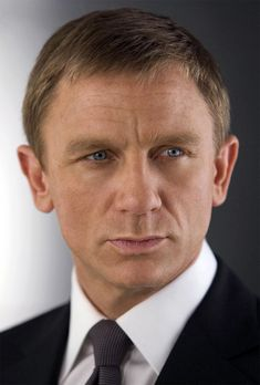 Well hey there Daniel Craig, can't wait to see you in your new James Bond movie: Skyfall. Daniel Craig James Bond, Rachel Weisz, Skyfall, Estilo James Bond, Age Tendre, Service Secret, Daniel Graig, Best Bond, Porno
