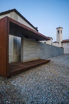 Chiesa di San Martino FRANCESCO MINNITI Sculptural doorway & discreet building entrance