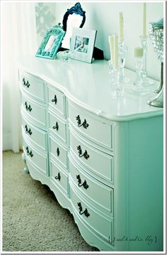 pretty dresser, I think mine from my grandma has the same lines, no wonder I lik… – Dresser Decor Furniture Update, Refurbished Furniture, Repurposed Furniture, Furniture Making, Furniture Makeover, Painted Furniture, Home Furniture, Country Furniture, Mint Dresser