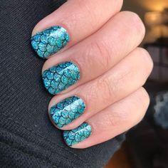DIY Mermaid nails using dry nail polish strips. 100% real nail polish in dry strip form. DIY summer nails. Glitterl nails. Mermaid nails. Nails at home. Color Street Mermaid Brigade. DIY salon quality manicure using color street nail polish strips. #colorstreet #nailpolish #diynails #nailart #nailpolishstrips #drynailpolish #diysummernails