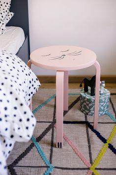 seedandstory.de | Frosta als schlafender Katzen-Nachttisch Frosta, Extra Rooms, Home Repair, Kids House, Home And Living, Stool, Baby, Projects, Ikea Hacks