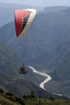 The Canyon of Chicamocha in Santander Colombia: a paradise for adventure lovers! San Gil, Visit Colombia, Colombia Travel, Paragliding, Travel And Tourism, Adventure Is Out There, Best Vacations, Beautiful Beaches, Outdoor Activities