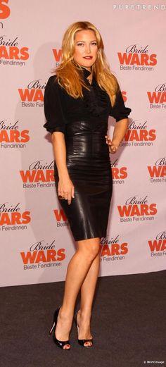 Kate Hudson utilise la jupe en cuir pour se concocter un look de vamp