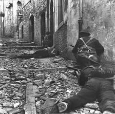 Canadian infantry fighting in Italian cities during WWII