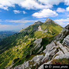 Najkrásnejší výhľad belianskych tatier iba sa tichúčko kochať  #praveslovenske od @jooozi_photo  Slovakia  Havran  Ždiarska Vidla (Belianske Tatry)  #slovensko #tatry #havran #zdiar #clouds #bluesky #hills #forest #trees #rocks #peaks #mountains #tatramountains #slovakia #hiking #adventure #nature #landscape