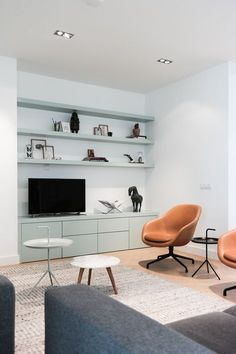 8 Exciting Upholstered Chairs For A Luxury Interior / modern chairs, upholstered chairs, interior design, Read article: Living Room Tv Unit, Home Living Room, Living Room Decor, Contemporary Interior Design, Modern Interior, Living Room Inspiration, Interior Inspiration, Minimalist Decor, Luxury Interior