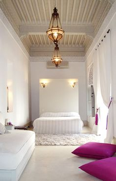 ♡ ~~~ light fixtures amazing the monochrome white surroundings allow them to shine...