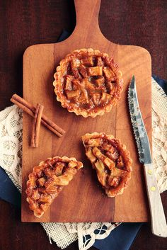Caramel Apple Tart, just for you B. Just Desserts, Delicious Desserts, Dessert Recipes, Yummy Food, Apple Recipes, Fall Recipes, Sweet Recipes, Scones, Yummy Treats