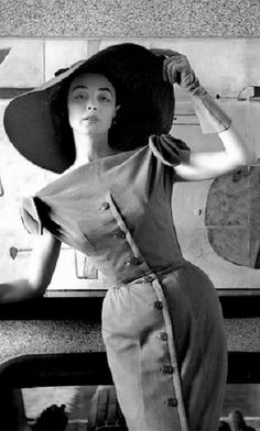Dorian Leigh in Jacques Fath, photo by Georges Dambier for Nouveau Femina magazine, 1954.