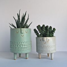 Image of Pair of tripod pots//mint+white