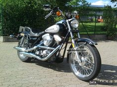 Image from http://databikes.com/imgs/a/b/e/i/a/harley_davidson__fxr_s_low_rider_lim__liberty_edition_1986_1_lgw.jpg.