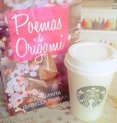 Nada melhor do um cafezinho. #books #starbucks #poemasdeorigami #Pink #coffee #livros #tsuru #origami #love