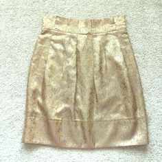 "BCBG brocade skirt sz 4 Beautiful bronze gold and brown brocade patterned skirt ! Has belt loops if wish to a belt or could be cut off. Waist measures 15"" and length is 21"" BCBGMaxAzria Skirts"