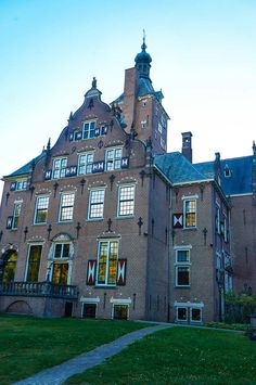 Set in a gorgeous green estate in Santpoort, not far Amsterdam, the Landgoed Duin & Kruidberg hotel is housed in a château with a rich historic heritage.