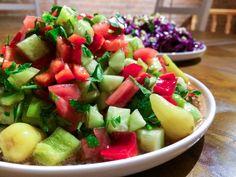 En av de første tingene jeg lærte av min gode israelske venn Mor er at en agurk ikke er en agurk. Mens vi nordmenn er oppvokst med slangeagurken (med godt regulert krum), er det en mindre variant s…