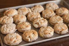 Jablečné sušenky od Danči. Pokud to se zdravým životním stylem myslíš vážně, tak si na jablečné sušenky udělej čas. Máš tak jistotu, že jíš zdravé sušenky, k Healthy Deserts, Healthy Cake, Healthy Sweets, Healthy Eating, Sweet Recipes, Cookie Recipes, Sweet Treats, Food And Drink, Yummy Food