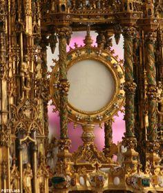 """""""Confitebor tibi in cithara Deus, Deus meus... Quia tu es Deus fortitudo mea! Emitte lucem tuam, et veritatem tuam: ipsa me deduxerunt, et adduxerunt in montem sanctum Tuum, et in Tabernacula Tua.""""   Corpus Christi, Aroration in Toledo, Spain"""