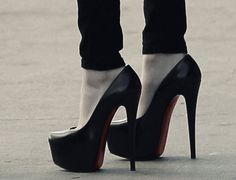 every girl needs a pair of black pumps :) shoes-shoes-shoes