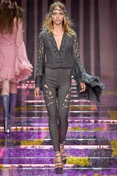 http://www.style.com/slideshows/fashion-shows/fall-2015-couture/atelier-versace/collection/3