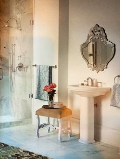 Light filled bathroom... Very airy :-)