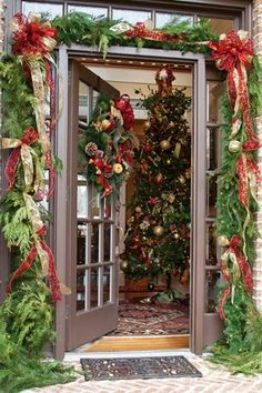 Welcome the festive season of Christmas with beautiful Christmas Outdoor Decor Ideas. From gleaming Christmas lights to outdoor Christmas trees & more. Christmas Front Doors, Christmas Door Decorations, Christmas Porch, Christmas Lights, Christmas Wreaths, Merry Christmas, Hygge Christmas, Southern Christmas, Christmas Greenery
