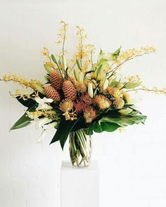 Tropical Flower Arrangements, Church Flower Arrangements, Orchid Arrangements, Tropical Flowers, Bouquets, Amarillis, Corporate Flowers, Flora Design, Faux Plants