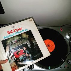 At the ripe old age of 50 (1965! AND an original pressing) comes my Day 6 offering for #oldestalbum in #augustvinylchallenge! Ooooh and isn't she well loved. And by well loved I mean beat to hell...ANYHOO. ... Can't believe I've made it to day 6. I never stick shit out for this long  #nowspinning #bobdylan #bringingitallbackhome #vinyligclub #vinylgram #vinyl #vinylhoarder #vinyljunkie #records #recordcollection #onmyturntable #instavinyl @needledrops #uturnaudio by omgyoza