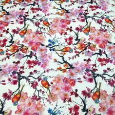 Tissu de coton japonais Gunma : jardin japonais, oiseaux et fleurs de cerisier