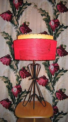 Atomic lamp, Heywood Wakefield, and tropical barkcloth. Damn i want this lamp! Mid Century Decor, Mid Century House, Mid Century Furniture, Mid Century Design, Vintage Lamps, Vintage Decor, Retro Lamp, I Love Lamp, Retro Lighting