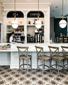 French Bistro Decor, French Bistro Kitchen, Bistro Kitchen Decor, Paris Coffee Shop, French Coffee Shop, Cozy Coffee Shop, Coffee Shops, Bistro Interior, Coffee Shop Interior Design