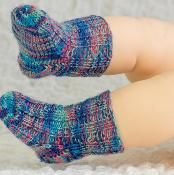 Newborn Baby Socks - via @Craftsy free pattern