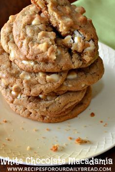 The perfect white chocolate macadamia cookies are super soft with crispy edges. They are creamy and chewy deliciousness. You will love this recipe. Nut Recipes, Delicious Cookie Recipes, Easy Baking Recipes, Easy Cookie Recipes, Yummy Cookies, Dessert Recipes, White Chocolate Macadamia Cookies, Chocolate Chocolate, Quick Easy Desserts